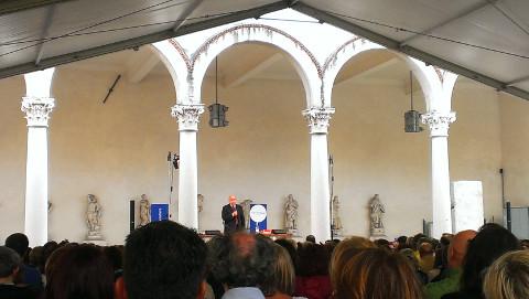 Gustavo Zagrebelsky parla davanti al pubblico