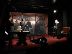 attori in scena durante uno spettacolo teatrale