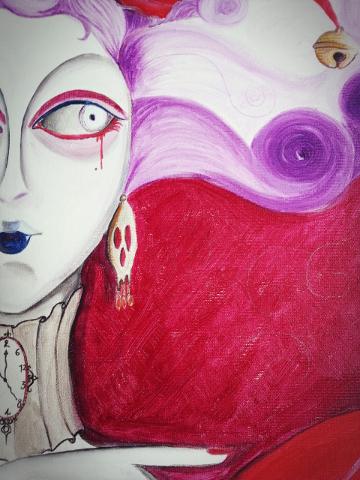 ritratto di mezzo volto di donna con occhio sanguinante
