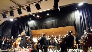 un'orchestra durante un concerto