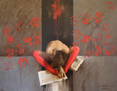 quadro raffigurante una donna rannacchiata davanti a dei fogli con le gambe tinte di rosso e intorno importne delle mani rosse