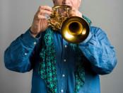 Donato De Sena suona un ottone