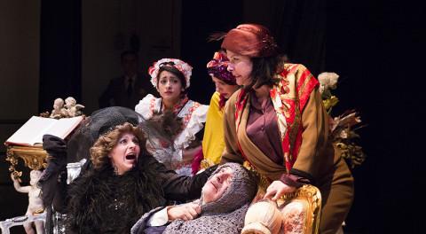 attori recitano la commedia La fortuna si diverte