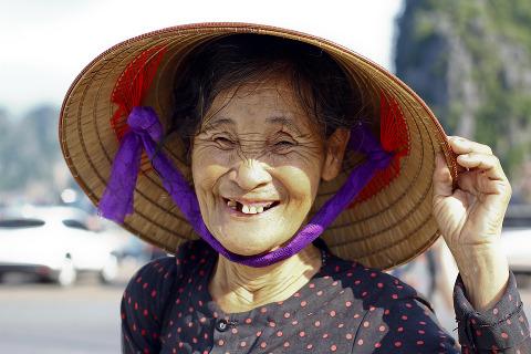 vecchia vietnamita sdentata