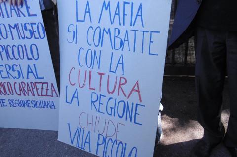 cartello chiusura Villa Piccolo