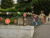 ponte decorato con Urban Knitting a Barberino