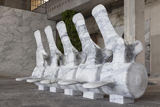 scultura di daniele guidugli intitolata moby dick - vertebra