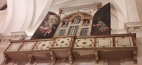 dittico con l'annunciazione nella basilica di santa barbara a mantova