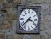 orologio fermo dopo il terremoto ad amatrice