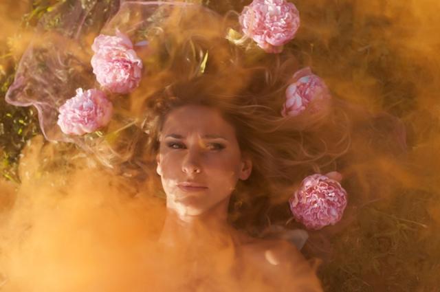 """""""Bloom"""": il calendario solidale della fotografa Lucia Lungarella"""