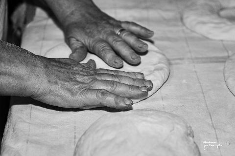 """Mostra fotografica """"Lievito madre. Il fermento del pane"""" a Crotone"""