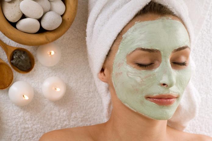 Cura del corpo per una donna: dai trattamenti viso alla manicure
