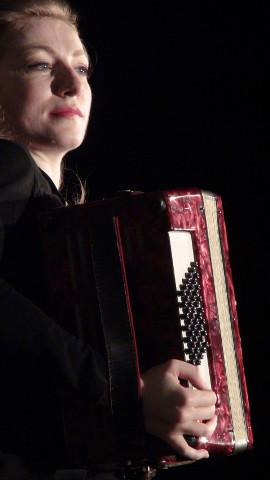 Angela Degennaro interpreta Edith Piaf