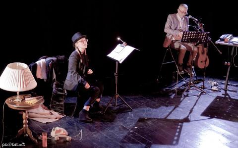 """A Firenze con """"Devozioni domestiche"""" il teatro canzone di Altomare e Gentili"""
