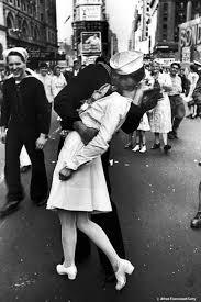 bacio della vittoria fotografato da Eisenstaedt