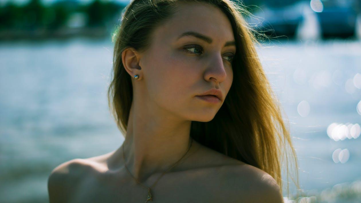 Pelle sensibile e irritata: attenzione a smog, cosmetici e insonnia