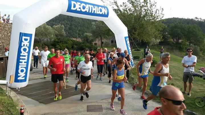 Decathlon in fuga dai saldi