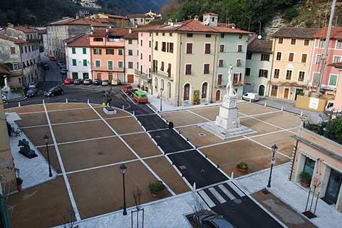 piazza carducci a seravezza