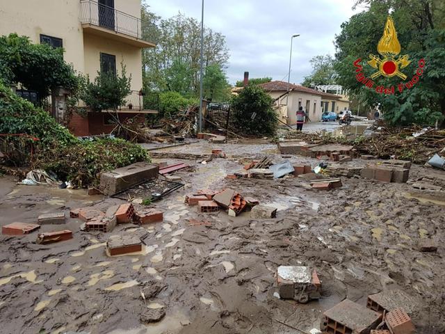 Emergenza maltempo a Livorno, 6 morti