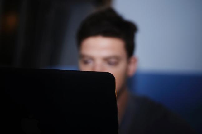 Gli Hikikomori, giovani isolati che vivono solo attraverso il web