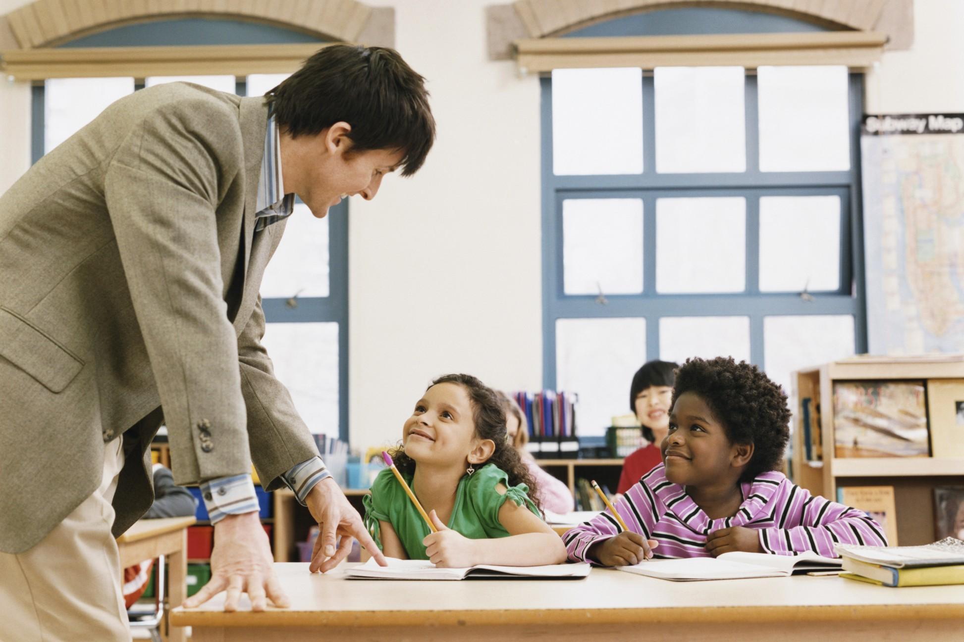 Migliaia di insegnanti della scuola primaria saranno licenziati anche se il loro diploma è valido per legge