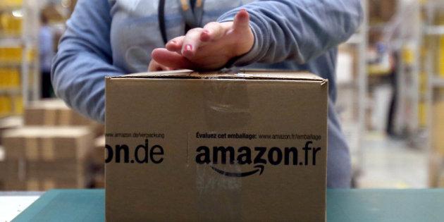 Dipendenti di Amazon con i braccialetti elettronici quando le catene?