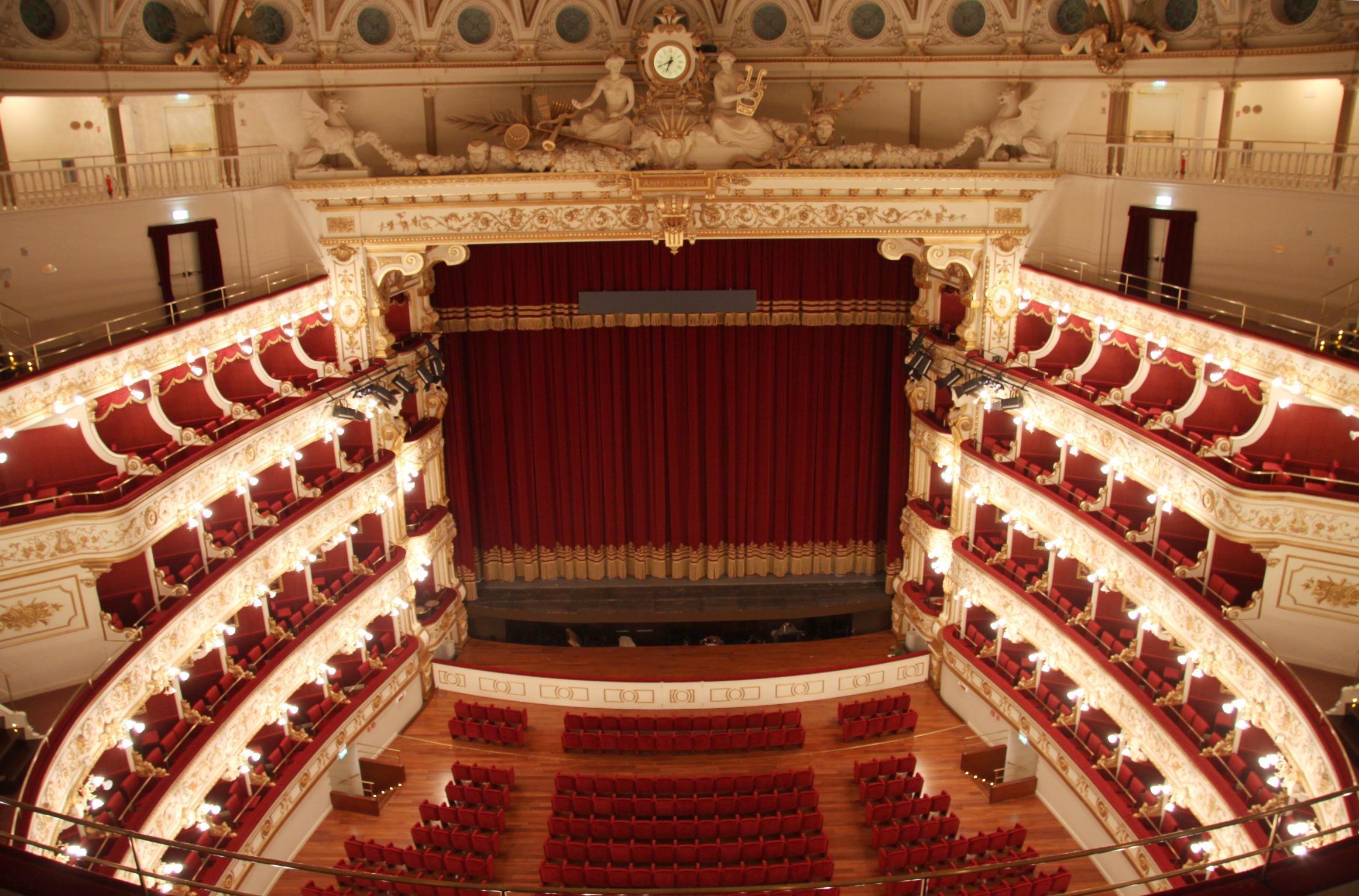 Teatro Petruzzelli di Bari, un avvio di stagione positivo