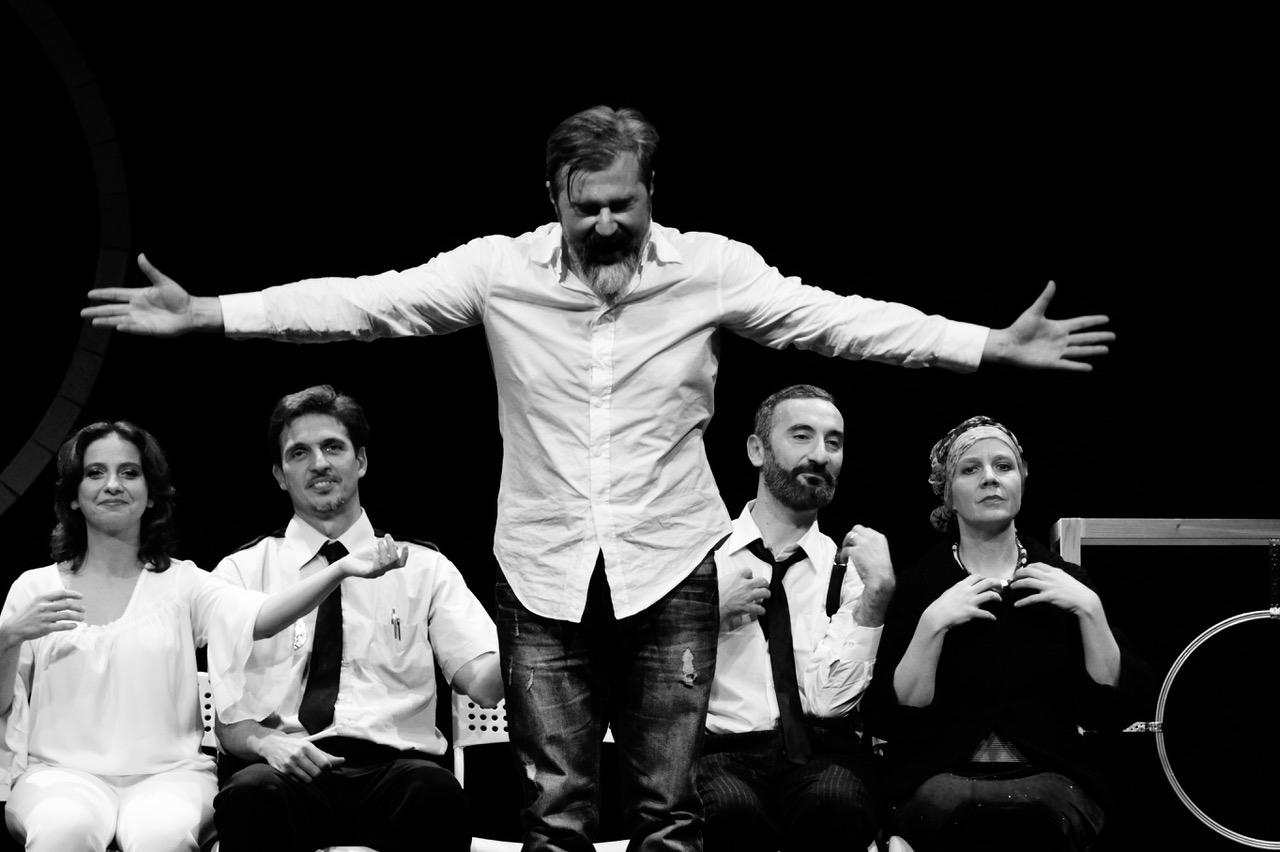 """Firenze: In una centrifuga di sentimenti la commedia  """"Oblò – Lavaggio cuori delicati"""" in scena al Teatrodante Carlo Monni"""