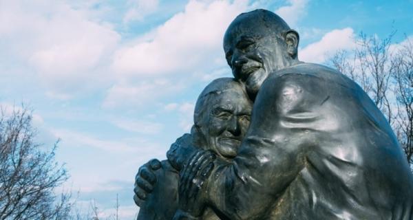 L'incredibile storia di Luigi e Mokryna. Quando la guerra e le sofferenze superano e travalicano ogni difficoltà e confine nel segno dell'amore.