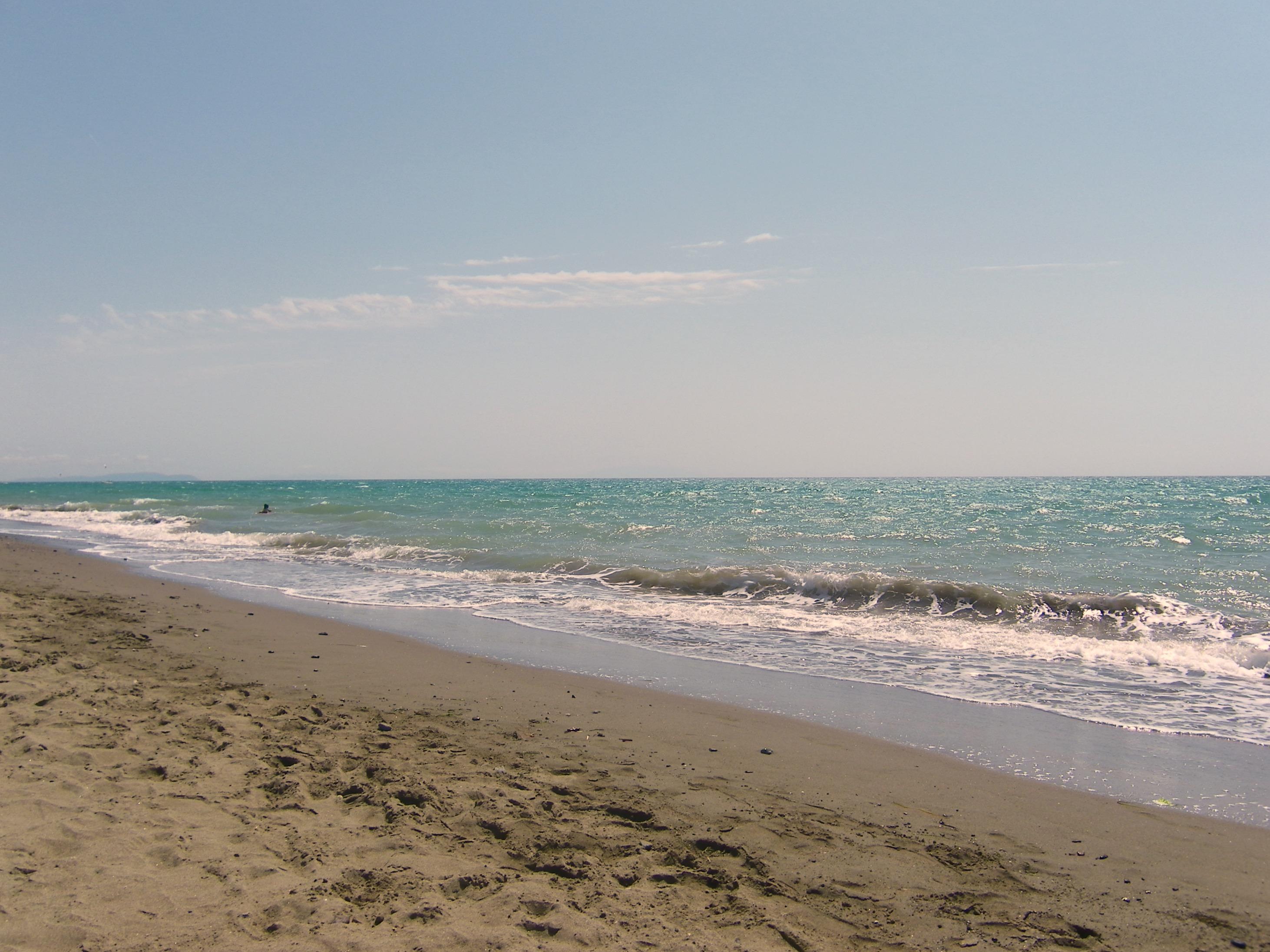 Mare a Pescara: richieste di istituire il divieto di balneazione permanente