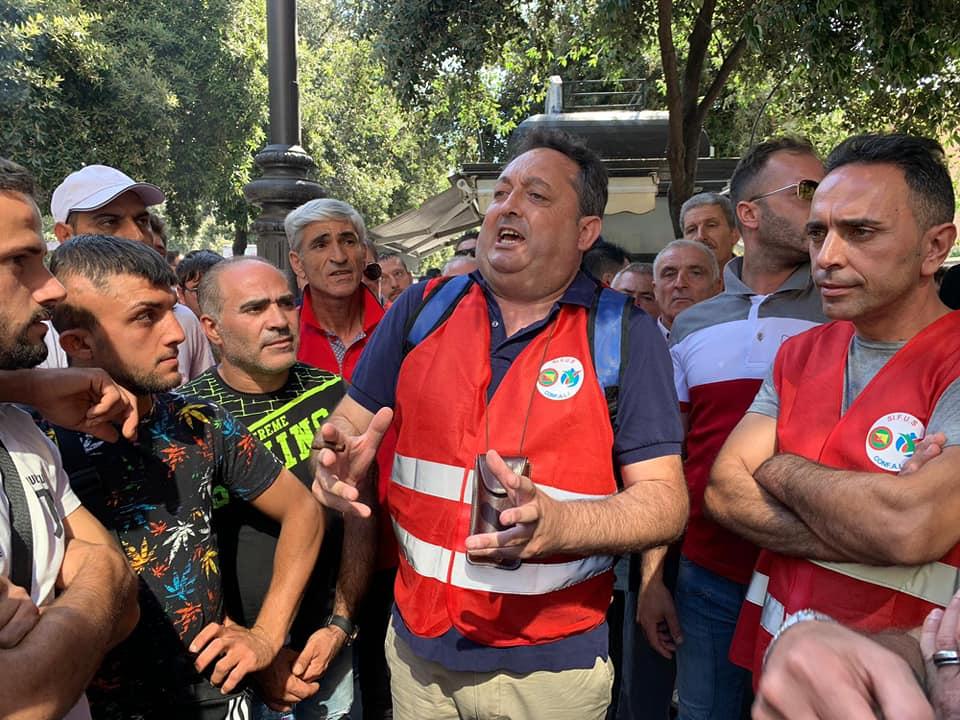 Presidio di protesta braccianti agricoli  sotto la sede dell'INPS provinciale di  Catania