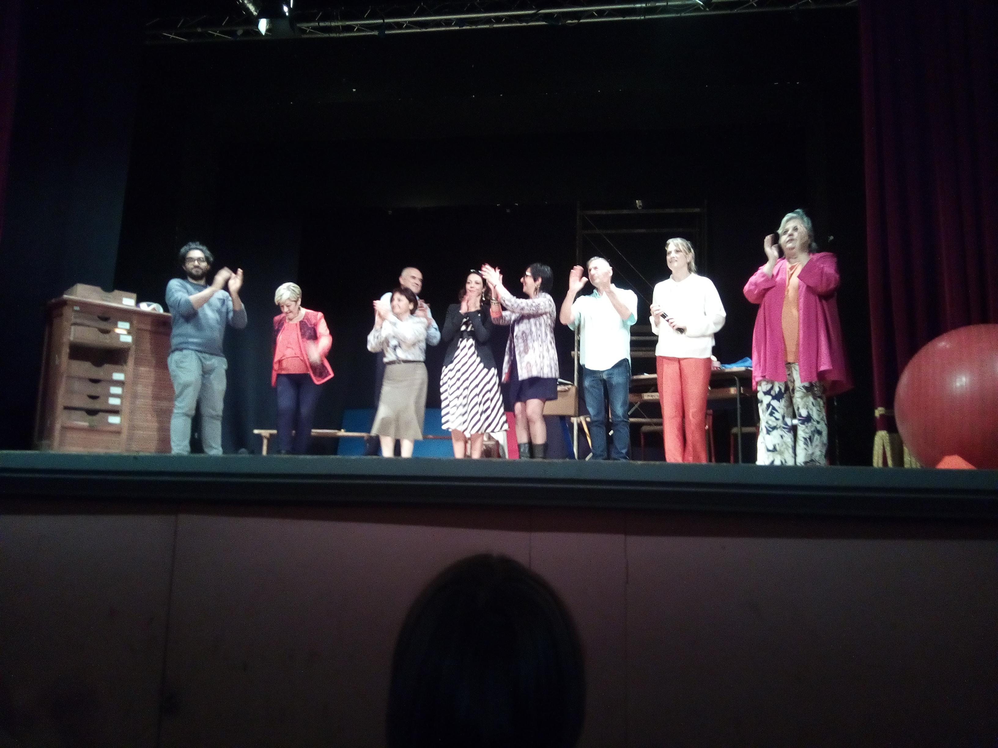 """Vicchio di Mugello: il gruppo teatrale"""" La Cimosa"""" ha presentato """"Scuola"""" ed è stato un successo"""