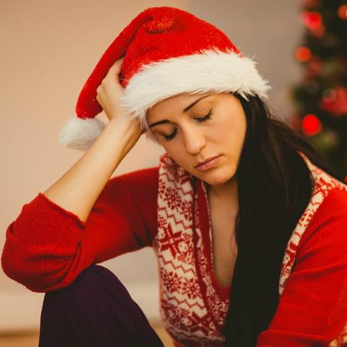 Non sentiamoci in colpa se non siamo felici a Natale.  Per il 67% degli italiani durante le feste prevale la malinconia
