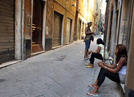 Coronavirus e prostituzione: «Fermate i clienti»