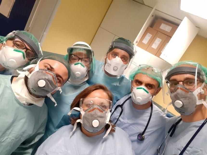 L'umanità di fronte alle calamità e l'estremo impegno degli operatori sanitari